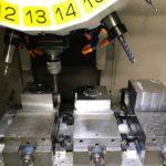金属切削三連バイス加工
